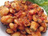 Фасоль с луком и томатом